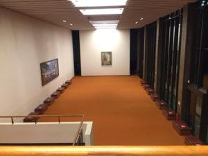 コロナ禍により机や椅子を撤収、2階の休憩スペース(NHKホールに入場したフロアと同じ高さのフロア)